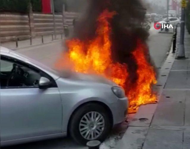 iki-otomobil-alevlere-teslim-oldu