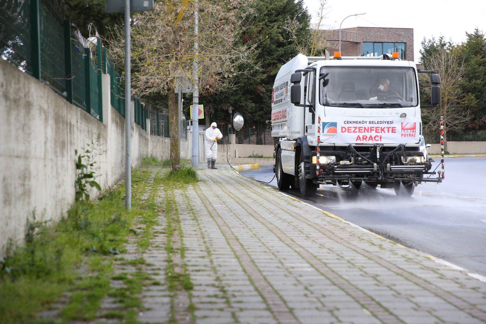 cekmekoey-de-cadde-ve-sokaklar-dezenfekte-ediliyor