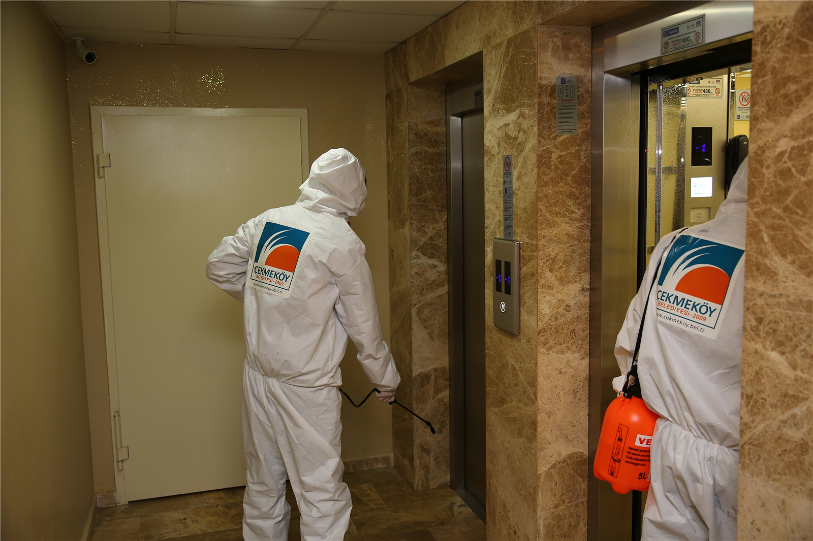 asansoerler-dezenfekte-ediliyor