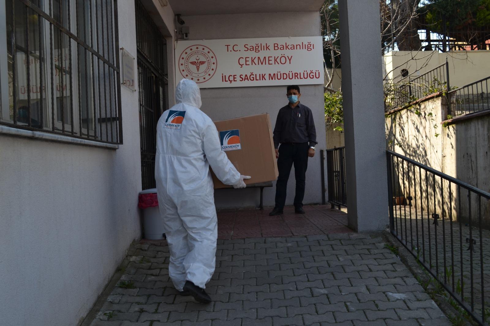 cekmekoey-belediyesi-nden-ilce-saglik-mueduerluegue-ne-yuez-koruyucu-siperlik-maske-destegi