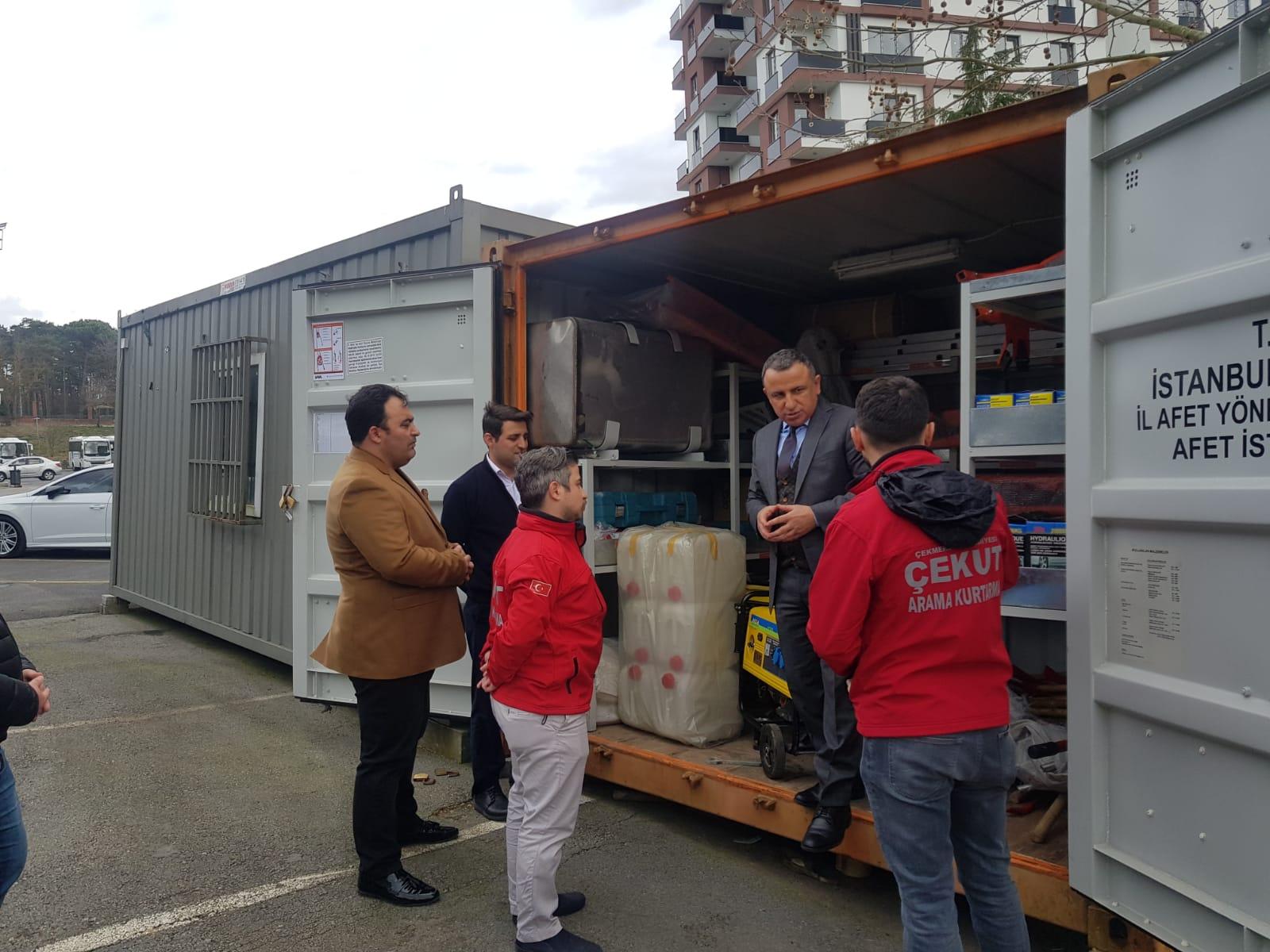 cekmekoey-kaymakami-adem-arslan-deprem-afet-muedahale-konteynerini-yerinde-inceledi